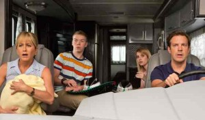 We-are-the-Millers-Movie-Review---Jennifer-Aniston-and-Jason-Sudeikis_2013-08-0904