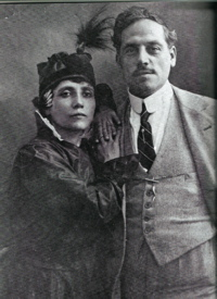 Elvira Notari with her husband, cameraman and partner in Dora Film, Nicola Notari.