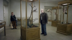 En duva satt på en gren och funderade på tillvaron (A Pigeon Sat on a Branch Reflecting on Existence)