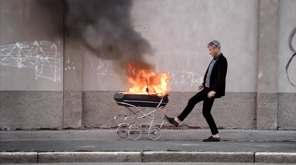 Maurizio Cattelan – Be Right Back